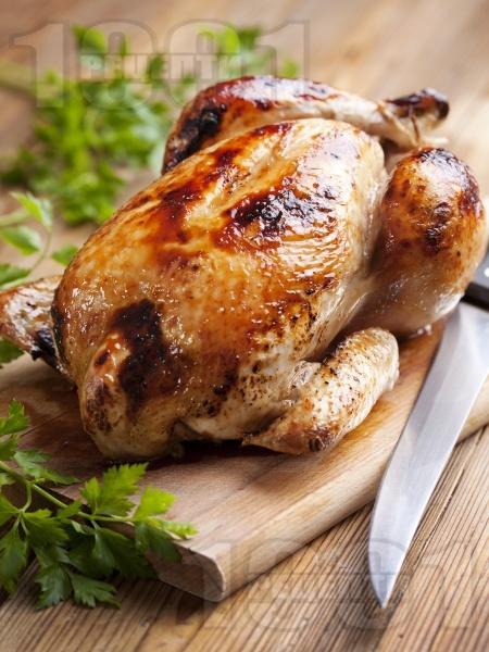 Пълнено печено пиле с ориз и подправки - снимка на рецептата